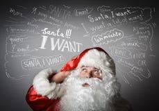 Sfrustowany Święty Mikołaj i wiele życzenia fotografia stock
