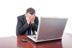Sfrustowany business manager patrzeje rozczarowywający zdjęcia stock
