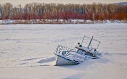 Sfrustowany i zapadnięty łódź. obraz royalty free