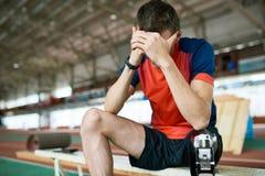 Sfrustowany Niepełnosprawny sportowiec obraz stock