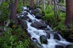 Sfuocatura 2 della cascata Fotografie Stock