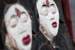 Sfuocatura di legno africana del fondo della maschera Fotografia Stock Libera da Diritti
