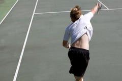 Sfuocatura di movimento di servire di tennis Immagini Stock Libere da Diritti