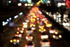 Sfuocatura di notte di traffico della via Fotografia Stock