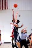 Sfuocatura di salto di pallacanestro Fotografia Stock