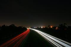 Sfuocatura di traffico di notte Fotografie Stock Libere da Diritti