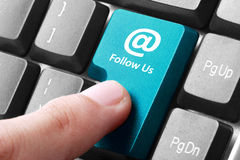 Síganos botón en el teclado Fotografía de archivo libre de regalías