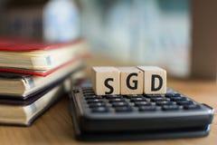 SGD的词拼写了与五颜六色的木字母表块 库存照片