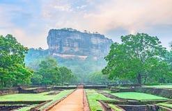 Sgiriya-Festung im Nebel stockbilder