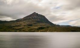Sgorr Tuath berg, Skotska högländerna Skottland Royaltyfria Bilder