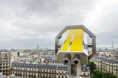 Sguardo binoculare fuori all'orizzonte di Parigi Fotografie Stock