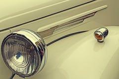 Sguardo d'annata ad un'vecchia automobile di lusso 1 Immagini Stock Libere da Diritti