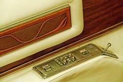 Sguardo d'annata con il dettaglio di una porta di automobile dentro l'apri Fotografia Stock Libera da Diritti