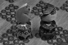 Sguardo dei cavalli nella battaglia di scacchi Fotografia Stock