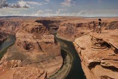 Sguardo della donna il fiume di colorado Fotografia Stock
