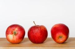 Sguardo della parte anteriore, della parte posteriore e del lato delle mele dell'albero Fotografia Stock