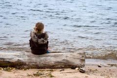 Sguardo della ragazza ad acqua Fotografia Stock Libera da Diritti