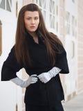 Sguardo della ragazza in un cappotto Immagini Stock Libere da Diritti
