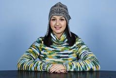 Sguardo sorridente della donna diritto a voi Fotografia Stock