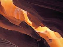Sguardo in su in canyon dell'antilope Immagini Stock