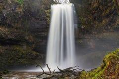 Sgwd Henrhyd vattenfall Högst vattenfall i södra Wales, UK seger Royaltyfria Foton