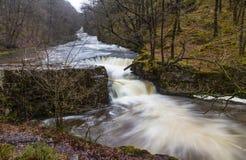Sgwd y Bedol vattenfall På floden Nedd Fechan södra Wales, UK Arkivfoto