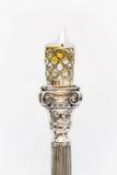 Shabbat stearinljus Silverljusstakar med olivolja Arkivfoton