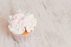 Shabby chic wedding cupcake Royalty Free Stock Photography