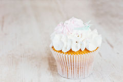 Shabby chic wedding cupcake Royalty Free Stock Photos