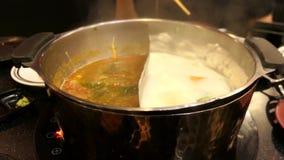 Shabu chaud de pot bouillant avec le légume et le porc banque de vidéos