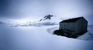 Shack dans le paysage d'hiver Photo libre de droits