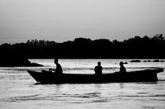 Shadonvan vissers op San Francisco River in Brazilië Stock Afbeeldingen