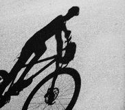 Shadowof a man with mountain bike Royalty Free Stock Photos