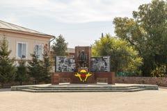Shadrinsk Ryssland - Augusti 10, 2016: Monument till soldater - inte Royaltyfri Fotografi