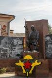 Shadrinsk Ryssland - Augusti 10, 2016: Monument till soldater - inte Arkivbilder