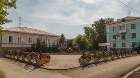 Shadrinsk Ryssland - Augusti 10, 2016: Monument till soldater - inte Royaltyfri Bild