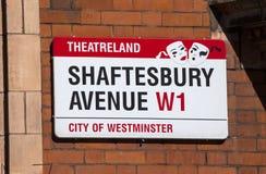 Shaftesbury aveny i London Arkivfoto