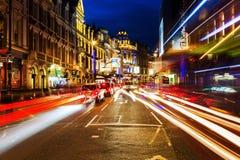 Shaftesburyweg in Londen, het UK, bij nacht Stock Fotografie