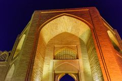 Shah Abbasi商队投宿的旅舍入口在晚上 伊斯法罕 伊朗 免版税库存照片