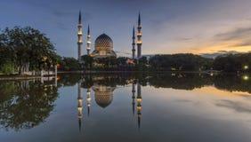 Shah Alam meczetu odbicie Zdjęcia Stock