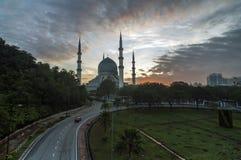 Shah Alam moské under soluppgång arkivfoto