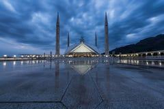 Shah Faisal Meczetowy Masjid przy zmierzchem Nowożytny Islamski Obrazy Royalty Free