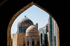 Shah-I-Zinda: Бульвар мавзолеев, Самарканд, Узбекистан стоковое изображение