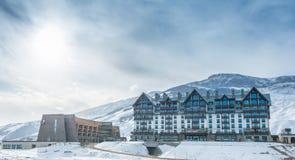 Shahdag - 8 Φεβρουαρίου 2015: Ξενοδοχεία τουριστών επάνω Στοκ Εικόνες
