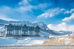 Shahdag - 8 Φεβρουαρίου 2015: Ξενοδοχεία τουριστών επάνω Στοκ φωτογραφία με δικαίωμα ελεύθερης χρήσης