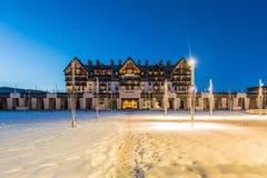Shahdag - 27 Φεβρουαρίου 2015: Ξενοδοχεία τουριστών επάνω Στοκ Εικόνες