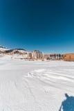 Shahdag - 2015年2月8日:Shahdag的2月8日在阿塞拜疆,旅游旅馆 Shahdag适合一个普遍的游人 库存图片