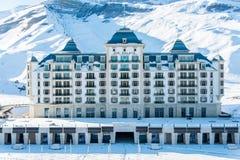 Shahdag - 27 de febrero de 2015: Hoteles turísticos encendido Fotos de archivo libres de regalías