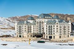 Shahdag - 27 de febrero de 2015: Hoteles turísticos encendido Foto de archivo