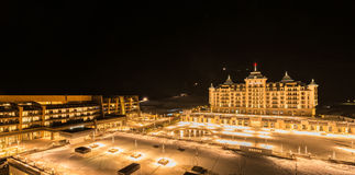 Shahdag - 27 de febrero de 2015: Hoteles turísticos encendido Fotografía de archivo libre de regalías